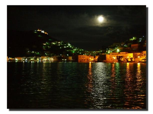 Blick vom Restaurant Mylos auf Agia Marina und die Burg