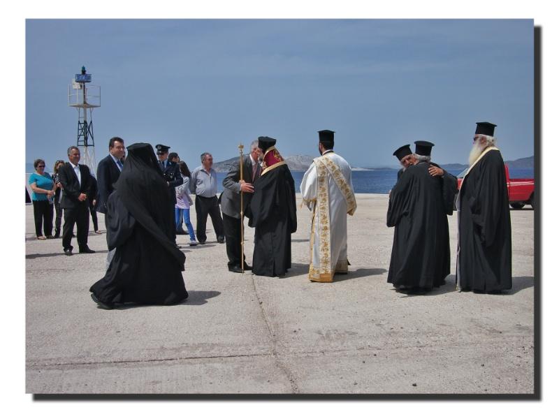 Der Erzbischof von Kos besucht Nisyros